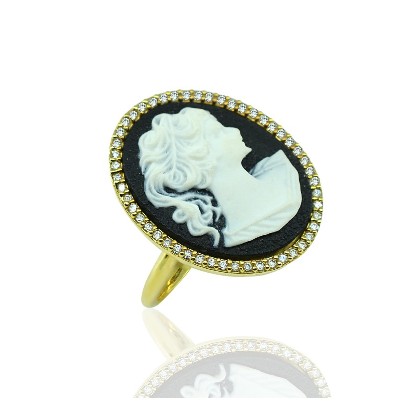 Gold Ring with Cameo Resin